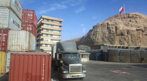Vista general del movimiento comercial en el puerto de Arica-Chile. Foto: Micaela Villa