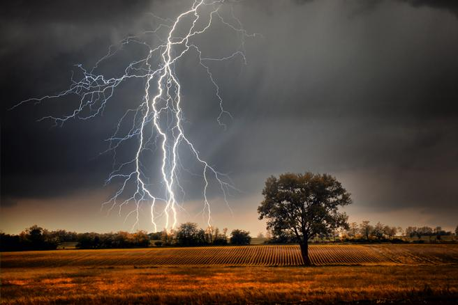 Las tormentas eléctricas son la causa de incendios en algunas zonas forestales