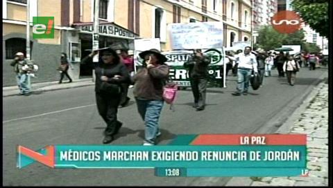 La Paz: Médicos y trabajadores marcharon, exigen la renuncia del gerente de la CNS