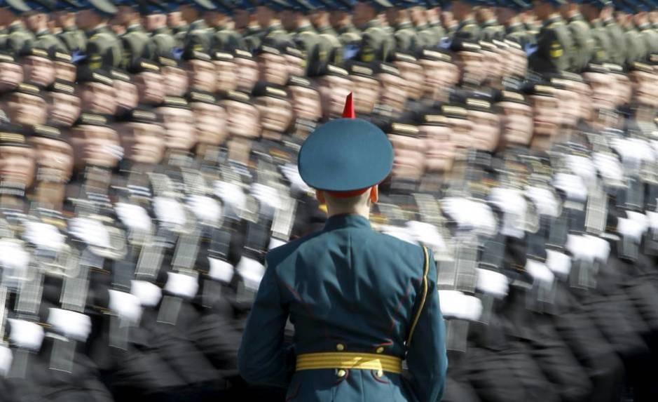 Tropas rusas ensayan para un desfile, el 6 de mayo de 2012 (Reuters)