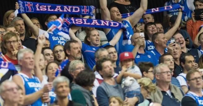 El comportamiento de la afición islandesa en la Eurocopa fue ejemplar (Reuters)