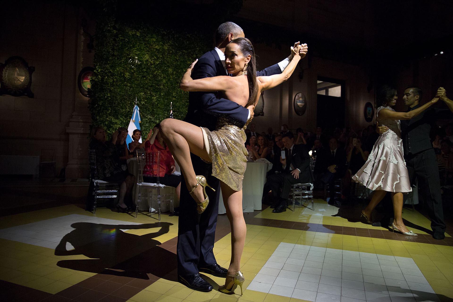 Obama baila tango durante su visita a Buenos Aires, Argentina, el 23 de marzo de 2016