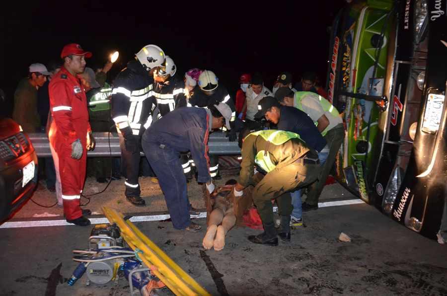 13 muertos y 32 heridos deja accidente vial — Bolivia