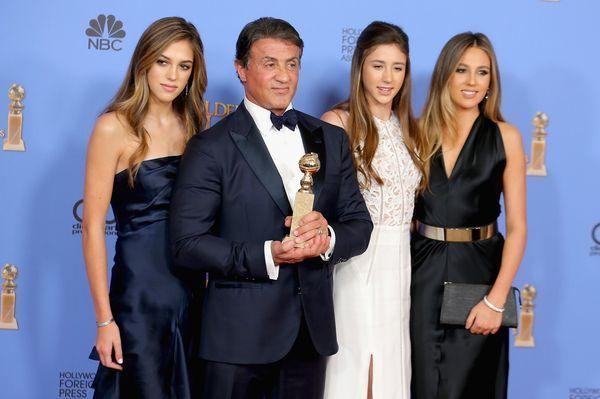 Sistine, Scarlet and Sophia Stallone acompañaron a su padre en la entrega de los premios Golden Globes