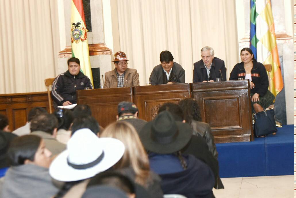 Concluye la última reunión de gabinete antes del cambio de ministros