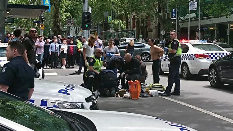 Un coche atropella a varios peatones en pleno centro de Melbourne (fotos)