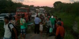 Santa Cruz. Carretera a Puerto Suárez amanece bloqueada