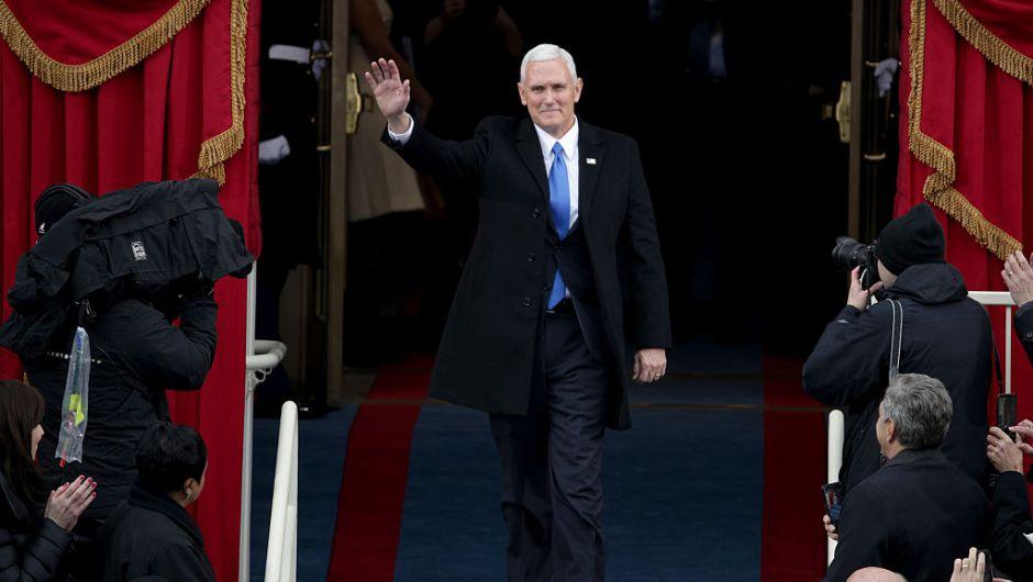 El vicepresidente electo Mike Pence llega a la toma de posesión presidencial de Donald Trump. (Crédito: SAUL LOEB/AFP/Getty Images)