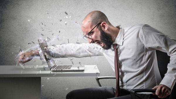 Un 70% de los tuits agresivos enviados en Chile en 2016 estaban escritos por hombres (Istock)