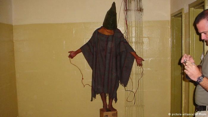 Esta imagen de un preso iraquí en la cárcel de Abu Ghraib dio la vuelta al mundo.