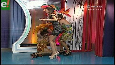 """Las """"modelos"""" Lupe y Paola en la pasarela más larga de Bolivia"""