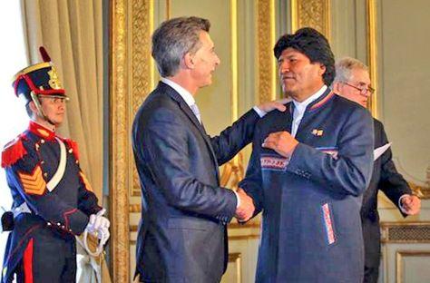 Un encuentro anterior entre el presidente Evo Morales junto a su homólogo argentino Mauricio Macri. Foto: @evoespueblo