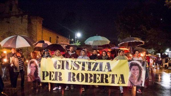 """""""Justicia para Roberta"""": la marcha en la ciudad de Vasto"""