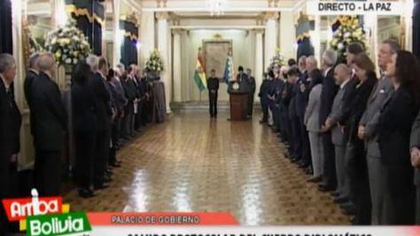 El presidente Morales y el cuerpo diplomático. Foto: @Canal_BoliviaTV