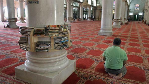 """La """"ley del muecín"""" rige sobre mezquitas, sinagogas e iglesias pero en la práctica impide el primer llamado a la oración en el rito musulmán (Getty)"""
