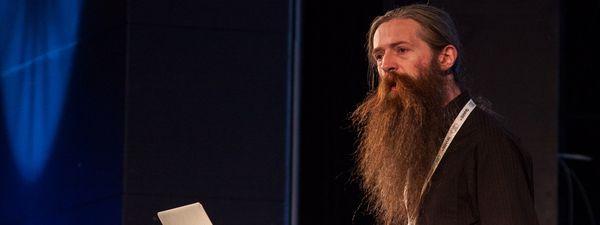 Aubrey de Grey cree que la prevención no detiene el envejecimiento: su enfoque se basa en la reparación.