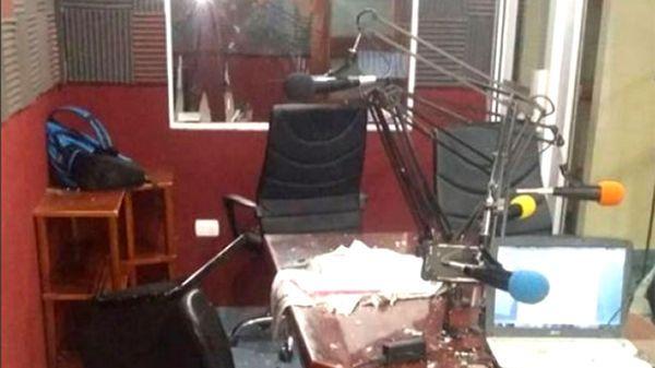 Las instalaciones de la emisora después del ataque