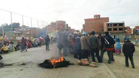 Vecinos protestan contra el Alcalde en Achacachi.