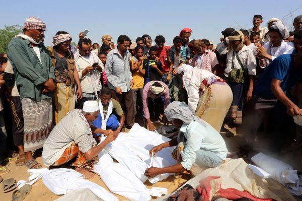 Funeral de las víctimas de otro bombardeo (AFP/Archivo)