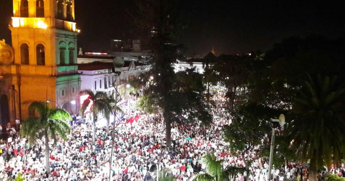 Festejos por victoria del No toman las calles