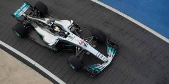 Mercedes presenta el coche de Hamilton