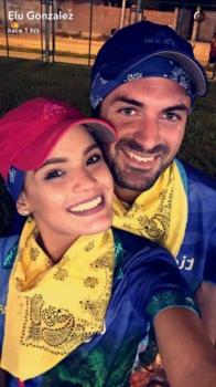Elu González, conductora de Bigote, compartió una foto en Snapchat junto a su cortejo Andrew Nugent