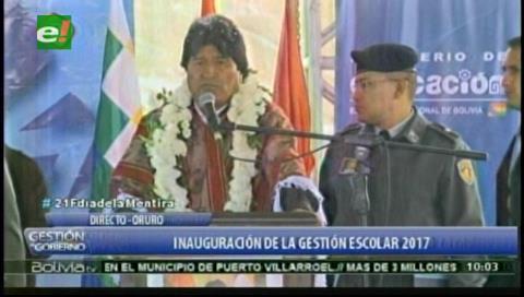 Evo pide a estudiantes de Bolivia respeto y disciplina en inauguración de gestión escolar 2017