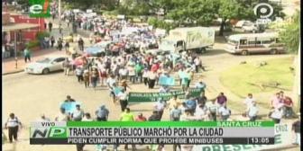 Micreros de Santa Cruz marchan por supuesta creación de líneas ilegales