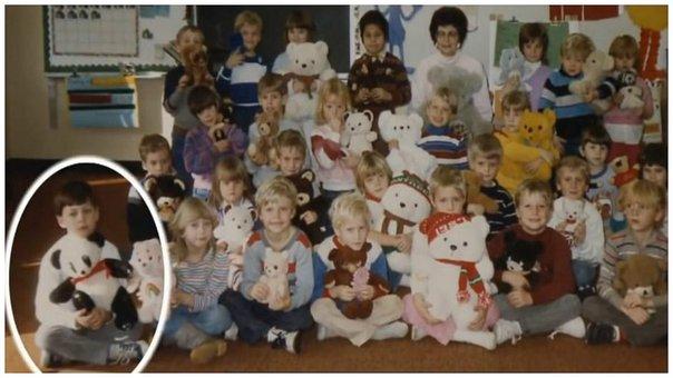 Le tomaron una foto escolar y su maestra notó esto después de 30 años