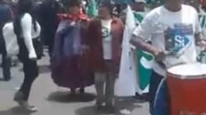 Denuncian que funcionarios públicos son obligados a asistir a marcha por el 21F