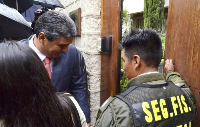 PROCESADO. El ex gobernador de Beni fue conducido a un juzgado cautelar que dispuso su detención preventiva en la...