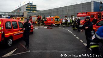 Equipos de seguridad en el aeropuerto de Orly