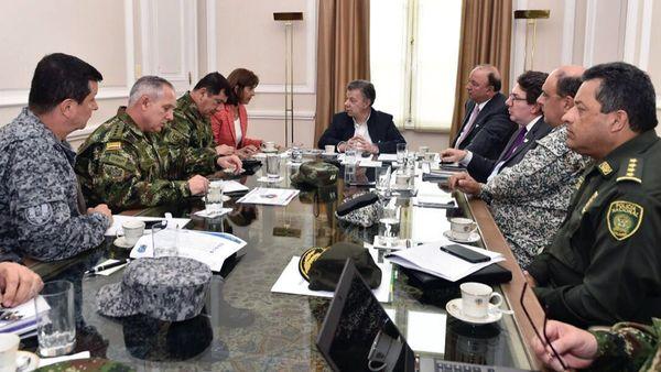 Después de una advertencia de Juan Manuel Santos, Nicolás Maduro aceptó retirar sus soldados de territorio colombiano