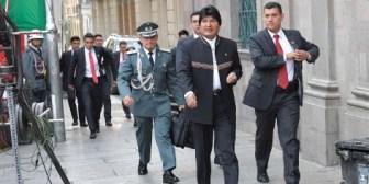Evo siente que empeora y va a Cuba de 'urgencia'