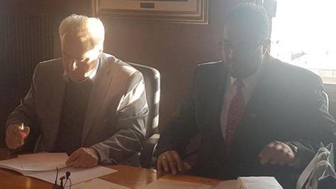 El ministro de Transporte y Obras Públicas de Uruguay, Víctor Rossi, y su colega de Bolivia, Milton Claros