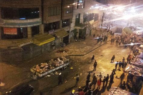 La explosión despertó la curiosidad de las personas que transitaban por la calle Figueroa
