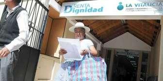 Gobierno sube 50 bolivianos a la Renta Dignidad