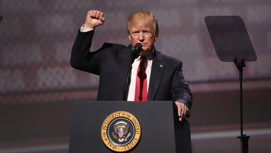 Trump celebra eliminación del 'Obamacare' en cámara baja