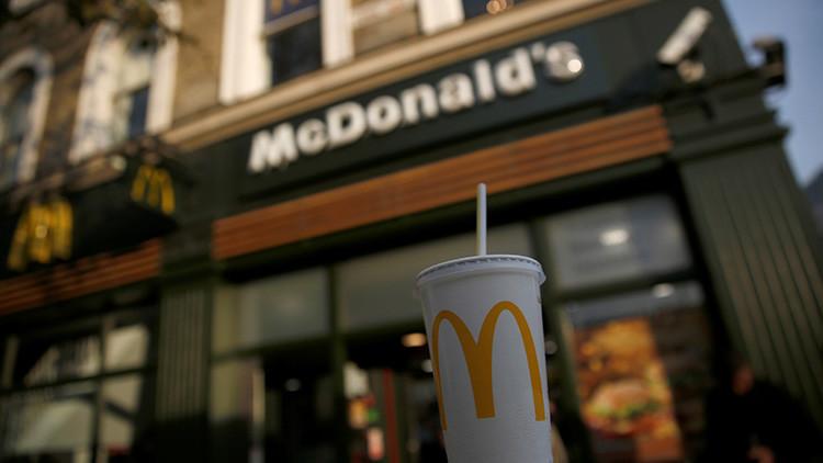 Empleada de McDonald's arroja agua hirviendo a niño