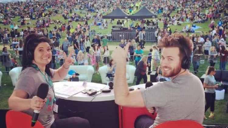 Ryan Jon es el presentador de un exitoso programa de radio en Canberra, Australia.
