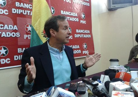 El expresidente Jorge Quiroga en conferencia de prensa, este martes.