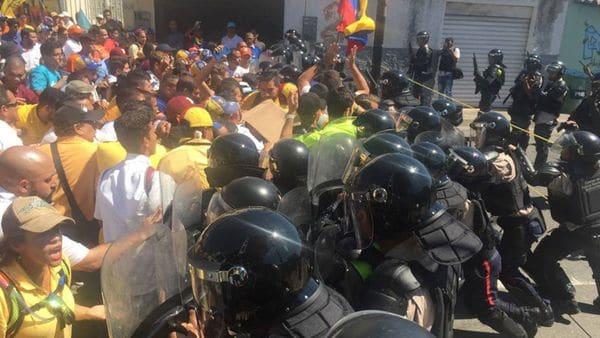 Obligan a comer excremento a detenidos en protestas contra Maduro — Venezuela