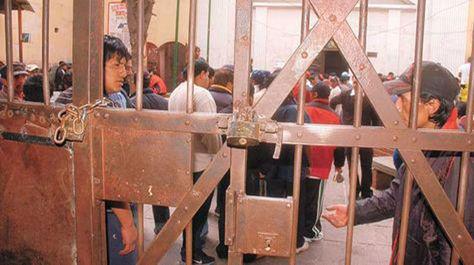 Puerta principal de ingreso al penal de San Pedro.