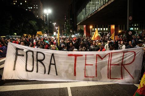 Manifestantes protestan contra el presidente de Brasil, Michael Temer en Sao Paulo. Foto: EFE