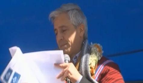 El vicepresidente Álvaro García Linera en entrega de viviendas sociales en el municipio de Viacha.