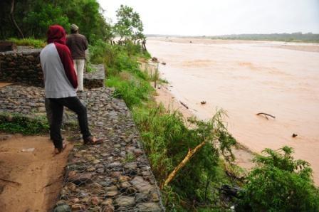 Rios-alcanzan-nivel-record-luego-de-30-horas-de-lluvia
