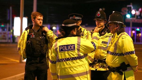 La policía trabaja en las inmediaciones del estadio Manchester Arena (Getty Images)