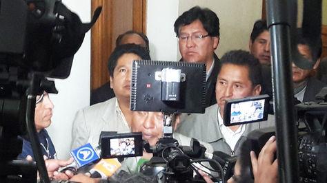 Los choferes ante la prensa, luego de reunirse con Revilla