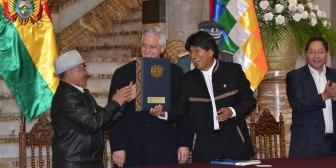 Morales promulga ley que incrementa en Bs 50 la Renta Dignidad