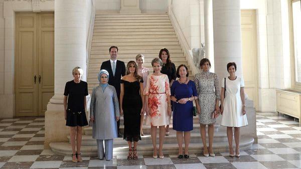 Gauthier Desteney, el único hombre en la imagen de las primeras damas de los líderes de la OTAN (Getty Images)